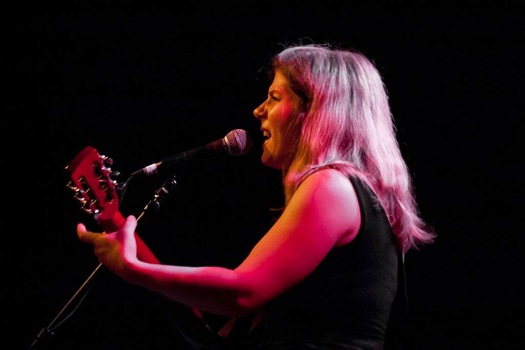 Dar Williams Performing